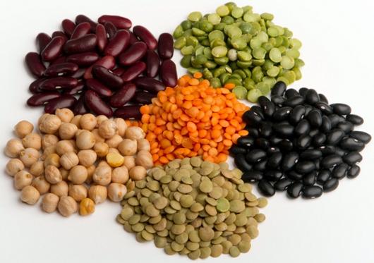 Una alimentación correcta para el adelgazamiento del menú para cada día para las mujeres después de